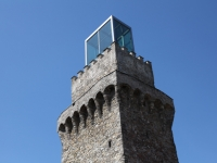 Markanter Aufbau am Turm des Rothschild Schlosses, Arch. DI Hans Hollein und Arch. DI Wolfgang Pfoser